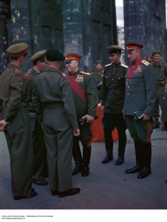 Georgy Konstantinovich Zhukov and Konstantin Rokossovsky meeting with British officers. The Captain speaking to Zhukov is mentioned as an interpreter from the Royal Engineers in other photos of the same occasion. The Brigadier is Royal Armoured Corps Officer who serving with HQ 21st Army Group. Just over the shoulder of the Captain we get a glimpse the shoulder ensignia of Major-General Lewis Owen Lyne, GOC 7th Armoured Division).