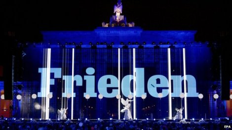 """The word """"peace"""" was projected on to the Brandenburg Gate."""
