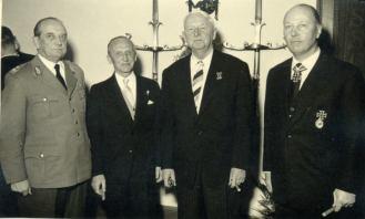 In black from left to right, we see the veterans Hasso von Manteuffel, Erich von Manstein and, Horst Niemack.