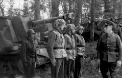 Rommel inspecting division in May, 1944.