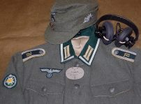 Gebirgs Nachrichten Abt. 70 Unteroffizier. Cap is an German made Erel. Headset by Simon Klause. Time machined to medium.