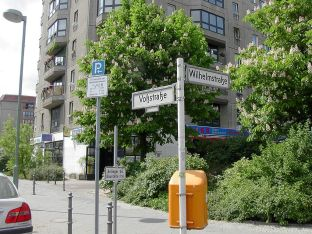 The corner of Wilhelmstraße and Voßstraße today, now occupied by an apartment block and a Chinese restaurant.
