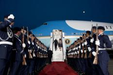 Wachbataillon personnel in Air Force uniforms at the boarding of U.S. President Barack Obama and Michelle Obama on Air Force One at the end of their visit to Germany on 19 June 2013.