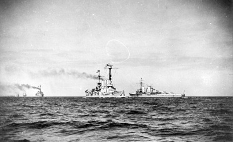 Units of the Reichsmarine on maneuvers in 1929. A Königsberg-class cruiser is on the right.