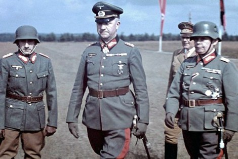 From left to right: Lieutenant General Agustín Muñoz Grandes (Commander 250. th Infantry Division), General Friedrich Fromm (head of army armor and commander of the fromm), Gauleiter Fritz Wächtler (Nazi gauleiter of the Phil? Friedrich Von Cochenhausen (commanding general of the Deputy XIII). He was a member of the armeekorps corps in nuremberg. The Picture was in the summer of 1941.