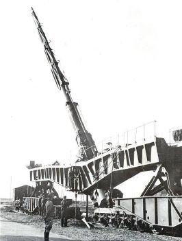 The huge 21 cm K12 railway gun was only suitable for bombarding targets on land.