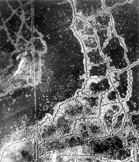 An aerial photograph showing opposing trenches and no man's land between Loos and Hulluch during World War I.