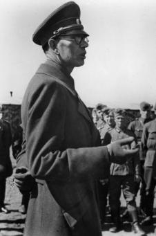 Vlasov talking to volunteers on November 18, 1944.