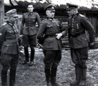Model and Martinek visit the headquarters of the 78th Infantry Division on the war front; from left: General of Artillery Robert Martinek (Commanding General XXXIX Panzer Corps), Lieutenant Colonel i. G. Heinz Koller-Kraus ( Ia 78th Infantry Division), Colonel-General Walter Model (Commander-in-Chief 9th Army ) and Lieutenant General Paul Völckers (Commander 78th Infantry Division).