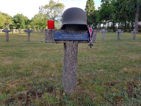 Reinhold Eckardt's grave.