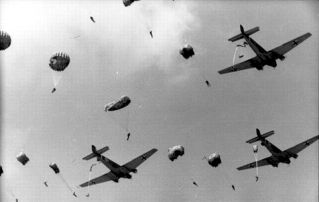 """Kurt Rybka's men taking the jump during the company """"Rösselsprung"""": 314 paratroopers jumped into a wasp nest and partly to death. SS-Hauptsturmführer Rybka, commander of the Luftlandeeinsatzes, was heavily wounded on May 25, 1944, the first day of the mission, and had to be flown out."""