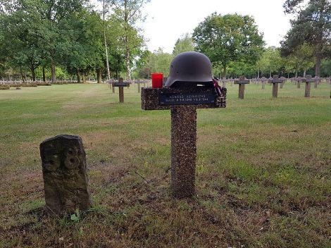Konrad-OskarHeinrichs grave.
