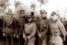 Knight's Cross bearer of the Leibstandarte after the Balkan campaign ; from left: Gerhard Pleiß, Theodor Wisch , Sepp Dietrich , Fritz Witt and Kurt Meyer.