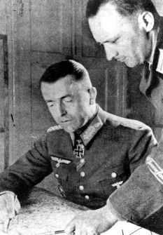 Division commander Major General von Steinkeller at a briefing in the divisional head quarters.