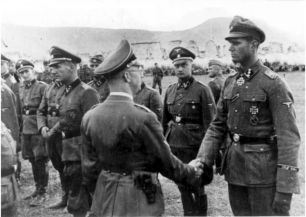 From the right: Gerhard Pleiß , Gunter d'Alquen, Heinrich Himmler and Rudolf Lehmann.