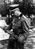 SS Obergruppenführer Artur Phleps with a MP-Sten.