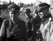"""Heinz Guderian (left) visits the SS Division """"Reich"""" (mot.) On the Eastern Front , 1941."""