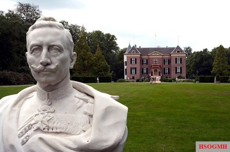 Bust of Wilhelm II in front of Doorn's house.