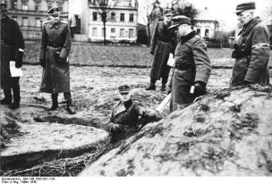 Hellmuth Reymann in 1945.