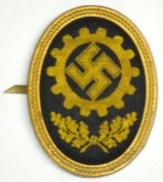 A DAF Mützenabzeichen (hat badge).