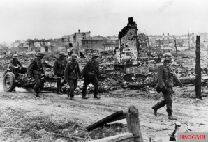 A light infantry gun is pulled forward to a new position in the struggle for Stalingrad, 12.10.42.