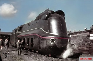 A rare color photograph that has migrated into the RVM archive, showing the brand new 03 1081 Reichsbahn train at Bw Amstetten / Lower Danube. The picture was taken in 20 September 1940.