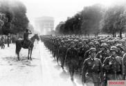 30th Infantry units march through Paris before Kurt von Briesen (on horse), 1940.