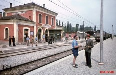 In the Tavernelle-Emilia train station (north of Bologna) it goes quite relaxed and seemingly everything takes its usual course. At the right is E 626 114 locomotive. The picture was taken in July 1944 by Reichsbahn photographer Walter Hollnagel.