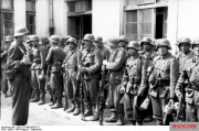 Soldiers of Aserbaidschanische Feld-Bataillon I./111 during the Warsaw Uprising.