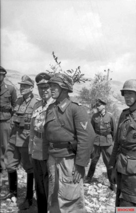Kesselring inspects the front near Monte Cassino in April 1944. He attempted to maintain contact with the front line troops with frequent inspection tours.