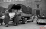 Unloading of Monte Cassino property in the Piazza Venezia in Rome.