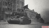 Soviet T-34 tanks enter Orel, 1943.