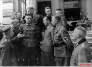 "September 1940 : Reichsminister Joseph Goebbels in conversation with Ritterkreuzträger (German Knight's Cross recipients) of the Western Front. First row, from left to right: Oberleutnant der Reserve Joachim Meißner (Ritterkreuz in 12 May 1940 as stellvertreter Führer Sturmgruppe ""Eisen"" in der Fallschirmjäger-Sturmabteilung ""Koch""), Oberleutnant Otto Zierach (Ritterkreuz in 15 May 1940 as Lastenseglerpilot Fallschirmjäger-Sturmabteilung ""Koch""), Hauptmann z.V. Horst von Petersdorff (Ritterkreuz in 29 June 1940 as Kommandeur III.Bataillon / Infanterie-Regiment 189 / 81.Infanterie-Division), Joseph Goebbels (Reichsminister für Volksaufklärung und Propaganda), Viktor Lutze (S.A. Stabschef), and Oberleutnant der Reserve Ludwig Klotz (Ritterkreuz in 4 July 1940 as Chef 9.Kompanie / III.Bataillon / Infanterie-Regiment 423 / 212.Infanterie-Division)."