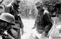 SS Hauptsturmführer Hans Dorr (right) on the war front in the east.