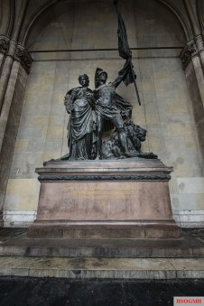 Statue commemorating the Franco-Prussian war inside the Feldherrnhalle.
