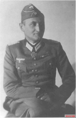 As an Oberstleutnant Eberhard Rodt with his newly received Ritterkreuz des Eisernen Kreuzes (Knight's Cross of the Iron Crosses). He got the coveted medal in 25 June 1940 as an Oberstleutnant and Kommandeur Aufklärungs-Abteilung 25 / 25.Infanterie-Division.