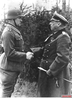 28 April 1943: Generalfeldmarschall Georg von Küchler (Oberbefehlshaber Heeresgruppe Nord) decorates Stabsfeldwebel Georg Jura (Führer 14.Kompanie / III.Bataillon / Jäger-Regiment 49 / 28. Jäger-Division) with Ritterkreuz des Eisernen Kreuzes (Knight's Cross with the Iron Crosses) for his exceptional bravery in the battle at Lake Ladoga area. The picture was taken by Kriegsberichter Freckmann.