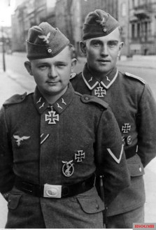 From left to right: Gefreiter Arnold Huebner and Unteroffizier Erich Heintze posed in the city streets, April 1942.