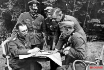 General der Panzertruppe Rudolf Schmidt with his subordinates in France, 17 June 1940. Sitting at right is Generalleutnant Friedrich Kirchner, while behind him with hands on the table is Major Walther Wenck.