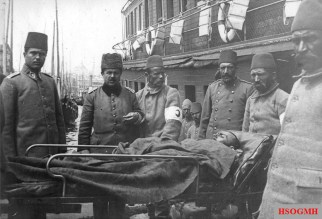 Transporting Ottoman wounded at Sirkeci.