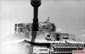 Bundesarchiv_Bild_101I-299-1805-10,_Nordfrankreich,_Panzer_VI_(Tiger_I)