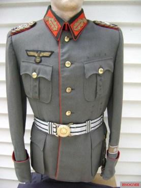 Generalleutnant Hans-Joachim Barnewitz's uniform.