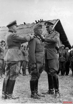 17 July 1941: Ritterkreuz award ceremony for Karl Allmendinger in the Eastern Front during Operation Barbarossa. From left to right: General der Infanterie Richard Ruoff, Generalmajor Karl Allmendinger, and Generaloberst Adolf Strauss.