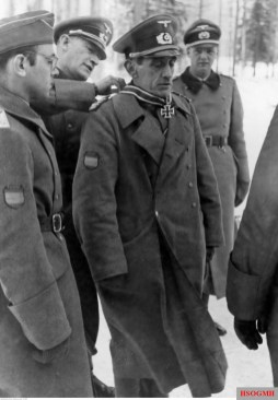 12 March 1942: Ritterkreuz award ceremony for Generalleutnant Agustín Muñoz Grandes, Commander of 250. Infanterie-Division. The officer awarding the medal behind is General der Kavallerie Georg Lindemann.