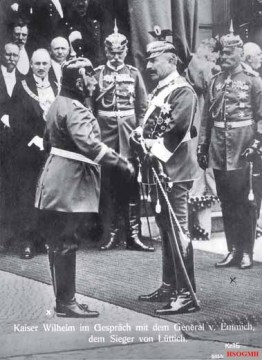 Emperor Wilhelm in conversation with the victor of Liège, General Otto von Emmich; in the background the generals Hans von Plessen (middle) and Moriz von Lyncker (right).