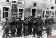 Snipers of the Fallschirm-Panzer-Division 1 Hermann Göring during a battle break in Kubschütz near Bautzen, April 25, 1945.