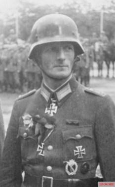 Oberleutnant der Reserve Gustav Hippler.