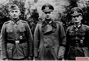 October 1940: Three Ritterkreuzträger from Infanterie-Regiment 74 / 19.Infanterie-Division. From left to right: Oberfeldwebel Johann Pongratz, Oberst Gustav Schmidt, and Oberleutnant der Reserve Gustav Hippler.