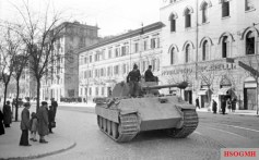 Rome, February 1944. A German Panzer V Panther tank between via Emanuele Filiberto and viale Alessandro Manzoni.