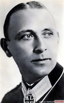 Oberst Hellmuth Mäder in a Hoffmann postcard Nr. R261.
